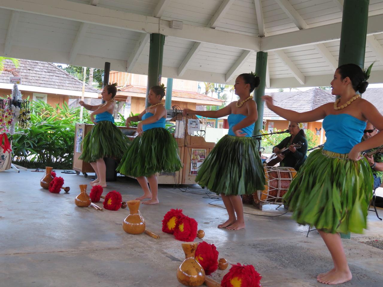 Hula dancers in Kapaa